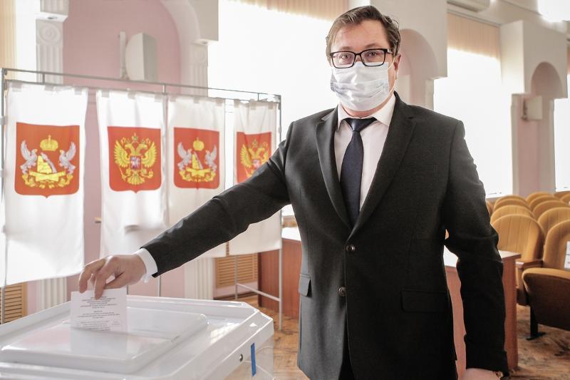 Начальник ВУЦ поздравил Дмитрия Ендовицкого с переизбранием на пост ректора ВГУ