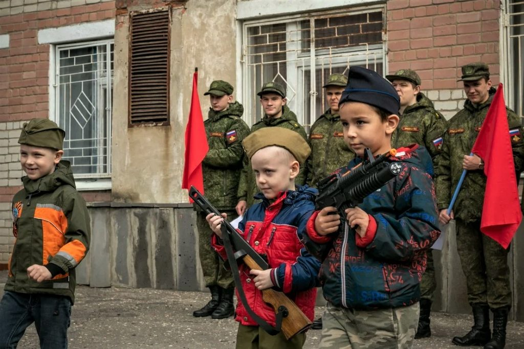 Студенты военного учебного центра приняли участие в открытии военно-патриотической игры «Зарница»